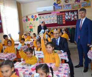 Adana'da öğrencilere okul sütü dağıtıldı