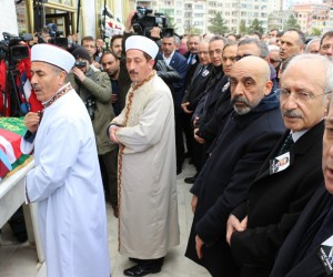 CHP'nin Meclis Grup Toplantısı'nı iptal etti, Trabzon'a cenazeye geldi