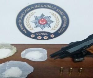 Uyuşturucuları beze emdirerek telefon kılıfına sakladılar