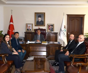 Özel Park Hospital Hastanesi yönetimi Vali Kalkancı'yla bir araya geldi
