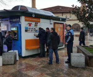 Emzirme kabinine bırakılan FETÖ dershanelerine ait kitaplar polis nezaretinde toplandı