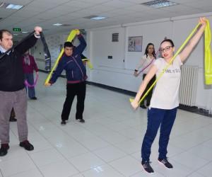 (Özel Haber) Psikiyatri hastaları sabah sporu ve dansla stres atıyor