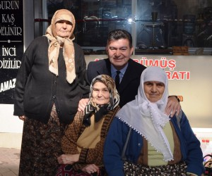 Ümmet Akın kadınları unutmadı