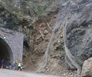 Karabük - Yenice karayolunda heyelan tehlikesi
