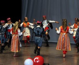 Suriyeli öğrenciler 'harman dalı' oynadı, Türküler söyledi