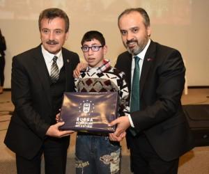 Bursa Büyükşehir Belediye Başkanı Aktaş, kursiyere sertifikalarını verdi