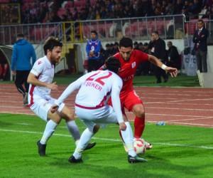 Spor Toto 1. Lig: Balıkesirspor Baltok: 0 - Boluspor: 1 (İlk yarı sonucu)
