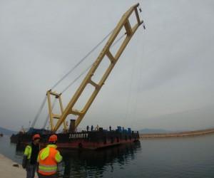 Çanakkale Köprüsü'nde çalışacak dev vinç Bandırma'ya demirledi