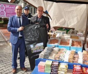 Simav'da pazarcı esnafına çöp torbası dağıtıldı