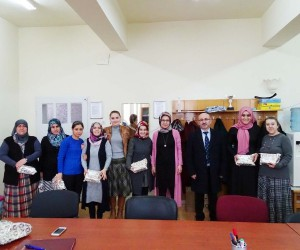 Müdür Cebeci, bayan öğretmenlerin gününü kutladı