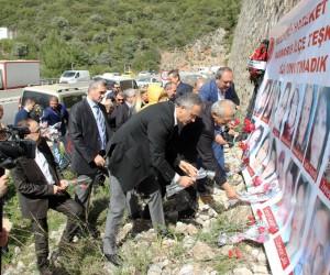 MHP'den 24 ölümlü kaza alanında 8 Mart anması