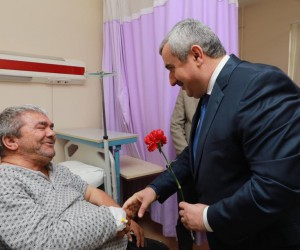 Başkan Baran'dan hastalara ziyaret