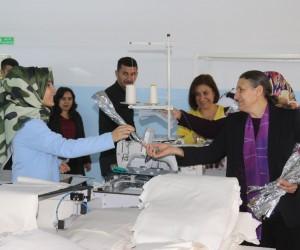 Başkan Akat'tan tekstil fabrikasında çalışan kadınlara ziyaret