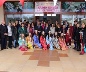 Burhaniye Belediyesi'nden kadınlara 8 Mart hediyesi, Kadın Emeği Satış Noktası açıldı