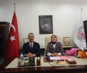 Kadın meclis üyesi bir günlüğüne belediye başkanı oldu