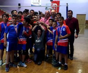 Söke Sazlı Ortaokulu'ndan voleybolda önemli başarısı