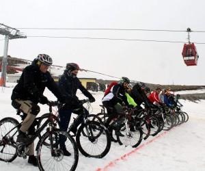 Bisiklet tutkunları Erciyes'te kara meydan okuyacak