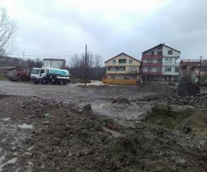 Dere taştı, ev ve iş yerleri sular altında kaldı