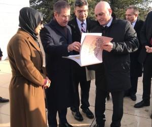 Savunma Bakanı Canikli, Budapeşte'de Gül Baba Türbesi'ni ziyaret etti