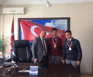 Zafertepeçalköy Ortaokulu'nun atletizm başarısı
