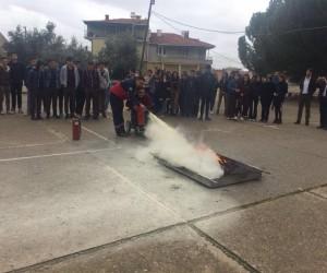 Yapılan tatbikatla yangına nasıl müdahale edeceklerini öğrendiler