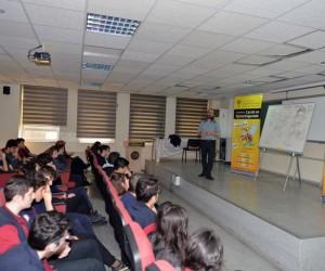 Karikatürist Ahmet Altay öğrencilere, Karikatür Yarışması'nı anlattı