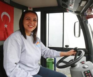 Temizlik işçisi üniversiteli kadın, Mezitli'nin gülümseyen yüzü oldu