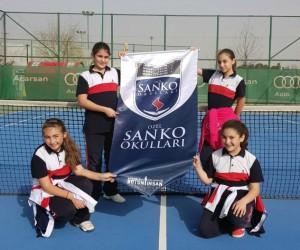 SANKO Okulları küçük kız tenis takımı il üçüncüsü oldu