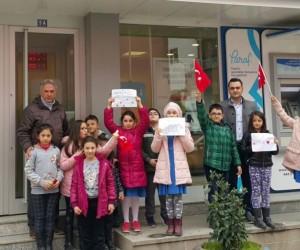 Öğrencilerden Mehmetçik Vakfı'na bağış