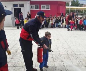Anaokulu öğrencilerine yangın eğitimi