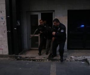 Bankanın içerisinde polise yakalanan şahıs 'uyumak' için girdim dedi