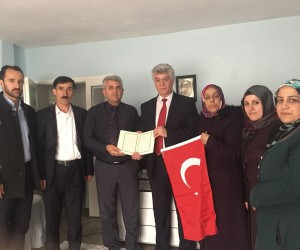 AK Parti İlçe Başkanı Çakmak, şehit ailelerini unutmadı