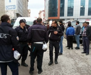 Kavga eden kadın basın mensuplarına saldırdı