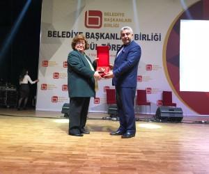 Fatih Çalışkan'a 'Türkiye'nin en beğenilen İlçe Belediye Başkanı' ödülü