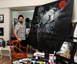 Trabzonlu fotoğraf ve resim sanatçısı Selman Uzun sanat fuarında