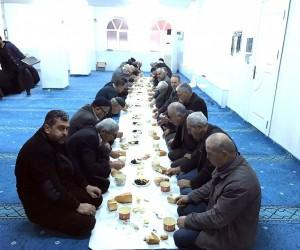Sabah namazı sonrası camide kahvaltı