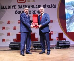 Başkan Kamil Saraçoğlu'na ödül