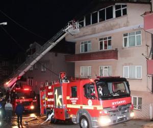 Elektrikli battaniye çatı katını yaktı