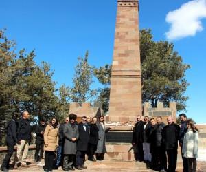 Azerbaycanlı Milletvekili Paşayeva, Nene Hatun'un kabristanını ziyaret etti