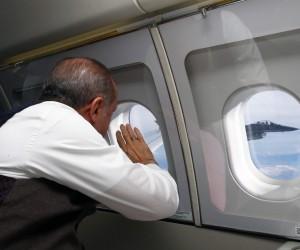 Cumhurbaşkanı Erdoğan, F-16 pilotlarını havada böyle selamladı