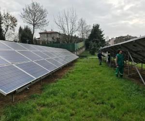 Kendi elektriğini üreten parkın güneş enerji panelleri bakıma alındı