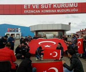 Erzincan Et ve Süt Kurumu çalışanları istihkaklarını Mehmetçiğe bağışladı