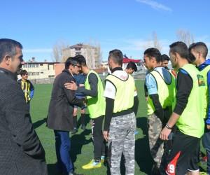 Muhtar Göktürk'ten Eleşkirt Spor antrenmanına ziyaret