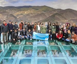 Genç fotoğrafçılar Torul Kalesi Cam Seyir Terasında
