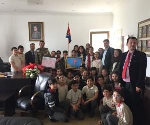 Gazipaşa Ortaokulu öğrencileri askerleri ziyaret etti