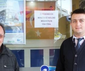 Burhaniyeli yazıhaneci bir günlük gelirini Mehmetçik Vakfı'na bağışladı