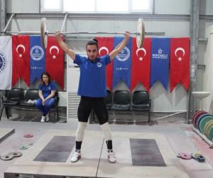 Sabah sporunda halterle tanışan gençler Türkiye Şampiyonası'na gidiyor