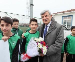 Başkan Karasomanoğlu, minik futbolcularla buluştu