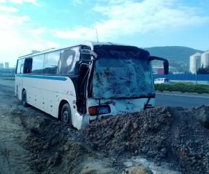 İzmir'de servis otobüsleri çarpıştı: 10 yaralı