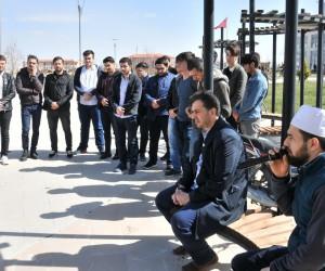 """Üniversiteli öğrenciler """"Zeytin Dalı"""" harekatına dualarla destek oldu"""